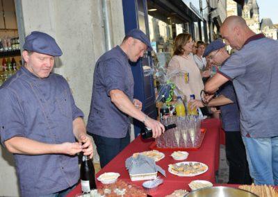 Dégustation pendant l'inauguration de la boucherie Abbaye